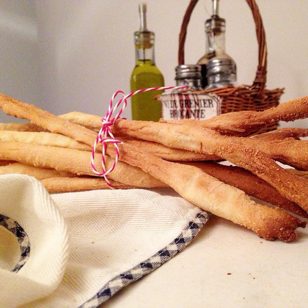 ricetta: https://www.facebook.com/Misspetitefraise14/photos/pb.601604459979638.-2207520000.1444670132./601794313293986/?type=3&theater  #grissini #bread #stick #italian #grano #ricetta #recipe #italianfood #food #pane