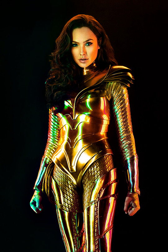 Wonder Woman With The Golden Eagle Armor In Ew S Wonder Woman 1984 Exclusive Photos In 2020 Wonder Woman Movie Wonder Woman Gal Gadot