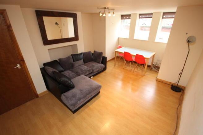 2 bedroom flat to rent in St Michaels Road, Headingley