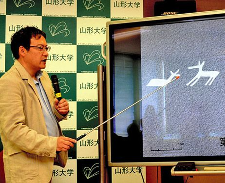 Masato Sakai, a professor of cultural anthropology at Yamagata University and the deputy director of the university's Nazca research institute, talks about the newest geoglyphs found in areas near Nazca, Peru, in Yamagata on July 7. (Nobuyoshi Yonezawa)