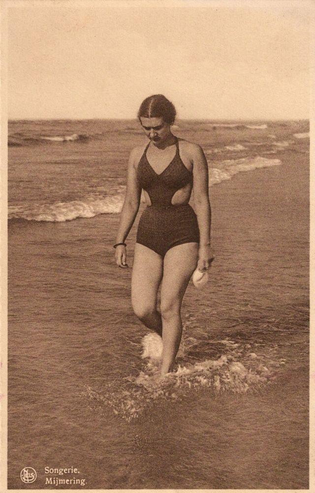 588d08f4af Before Bikini Era – 36 Glamor Female Swimsuits in the 1930s That You May No  Longer