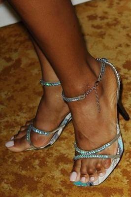 Toni braxton toes something is