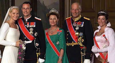 From left:Crown Princess Mette-Marit, Crown Prince Haakon Magnus, Queen Sonja, King Harald and Princess Martha Louise