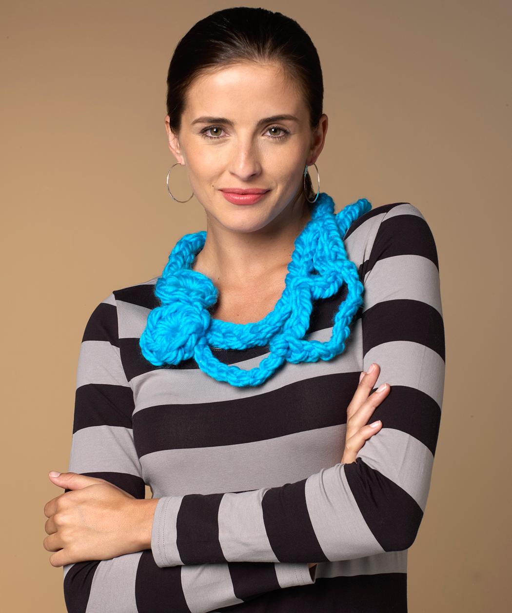 Kurze Blumen-Halskette | Украшение | Pinterest | Strickschmuck ...