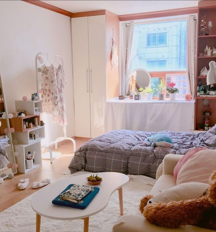 6 Creative Tips on How to Make a Small Bedroom Look Larger images