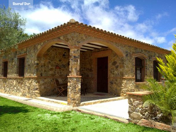 Fachada principal casa de piedra con piscina privada de la casa rural casa de piedra porches - Casa con piscina ...