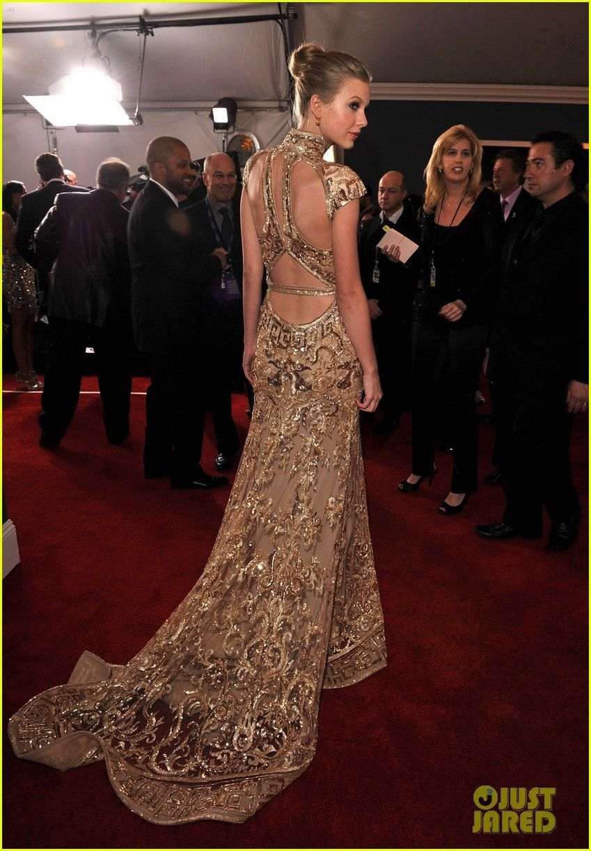 Taylor Swift wearing ZUHAIR MURAD at the 2012 Grammy\'s ...