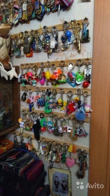 Коллекция брелков из 800 шт. Имеются разные от городов до маленьких игрушек. Продаётся целиком.