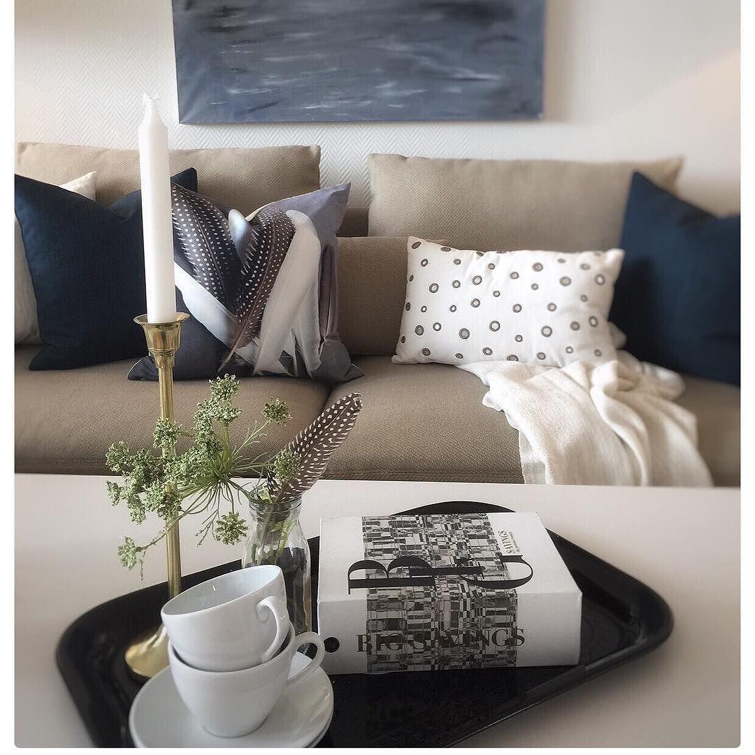 S T Y L E D  B Y  Ø Y A |  #interior#interiør#interior9508#interior123#inspo  #stue#livingroom#livingthedream#kaffe#book  #bok#blå#blue#fjær#interiørmagasinet#inspohome#stearinlys#koselig#cosy#cosyhome#boligpluss#bolig#boligstyling#boligmagasinet#tilsalgs  #eiendomsmegler#eiendom#nøtterøy#norway by oyainterior