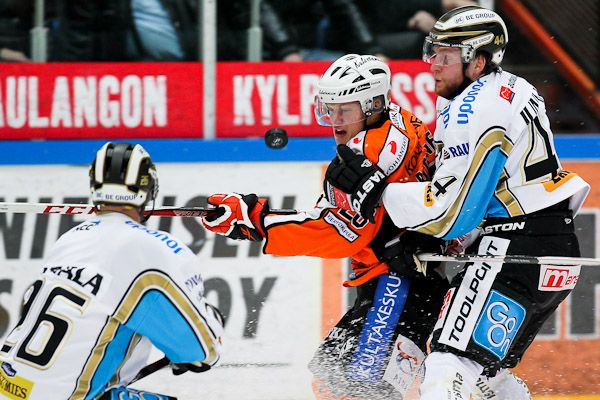 Nice frames. I like 'em tight! - 16.10.2012 - HPK - Pelicans - SM-LIIGA #smliiga #Jatkoaika #icehockey #photos