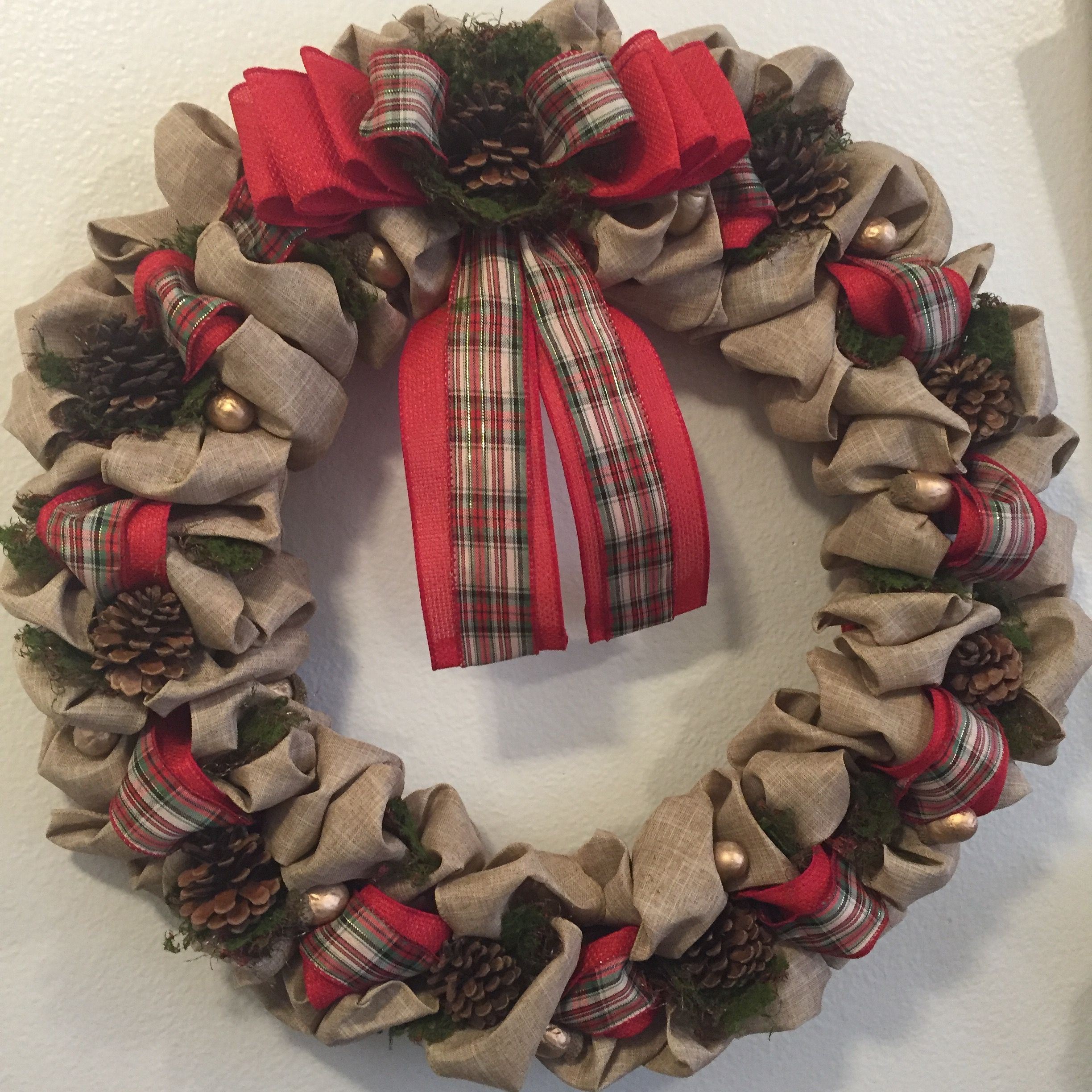 28+ Holiday decorating with burlap ideas