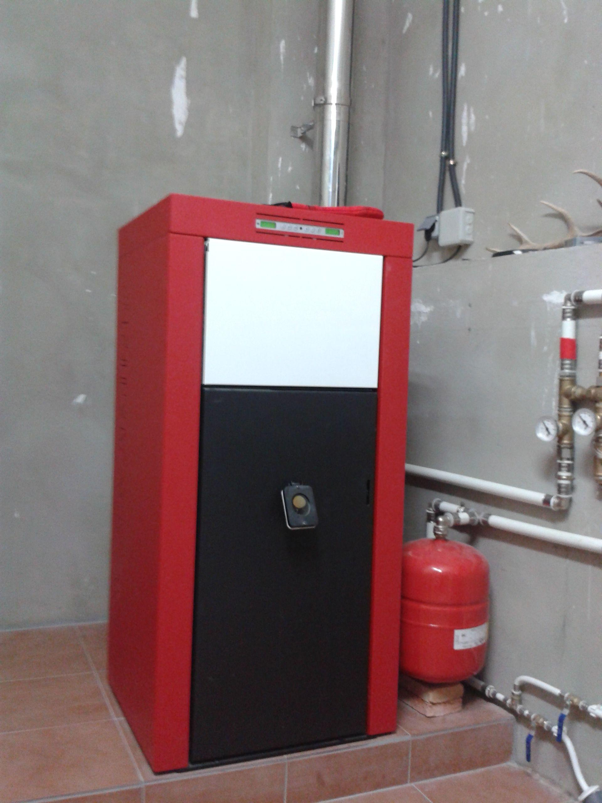 Caldera de pellet edilkamin basic para calefacci n por radiadores y producci n de acs - Calefaccion de lena con radiadores ...