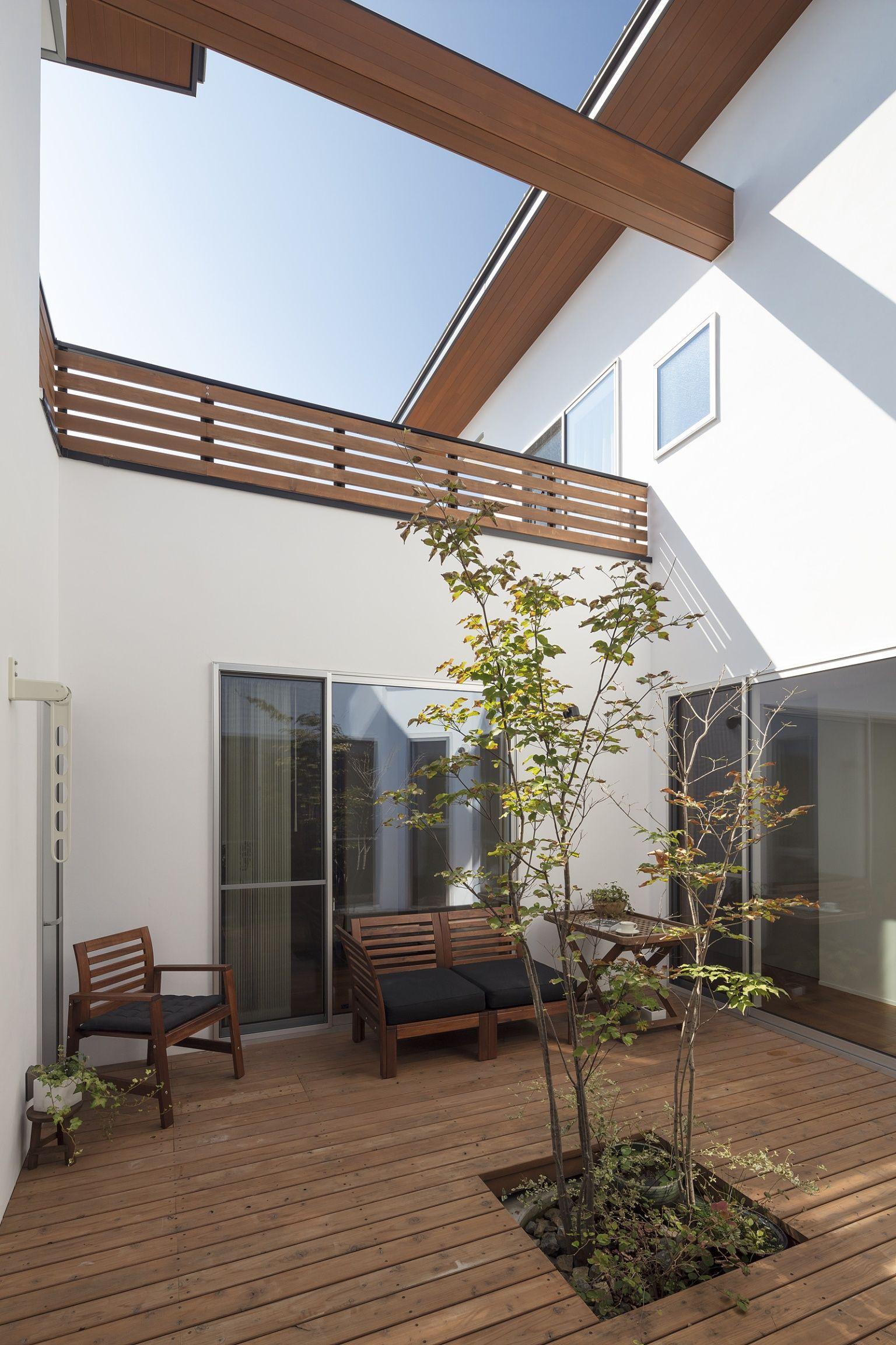 中庭のあるパッシブハウス 中庭 重量木骨の家 選ばれた工務店と建てる