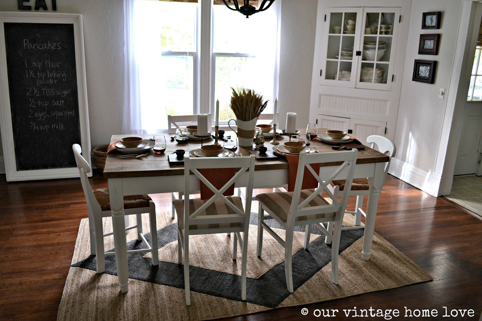 Take A Look To Some Wood And White Dining Room Decor Ideas Exclusivedesign Interiordesigns Rug Under Dining Table Dining Room Contemporary Dining Table Rug