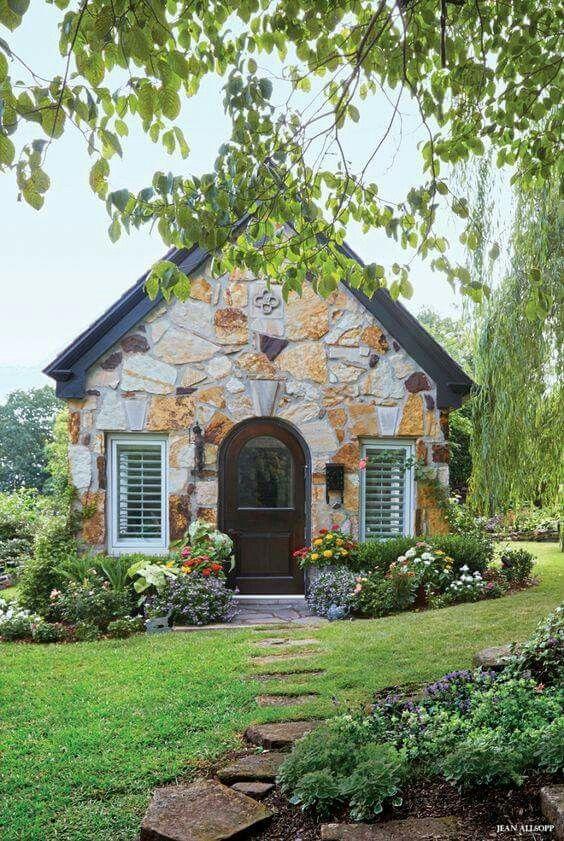 Stone garden shed or cottage ideas para el hogar for Stone garden shed designs