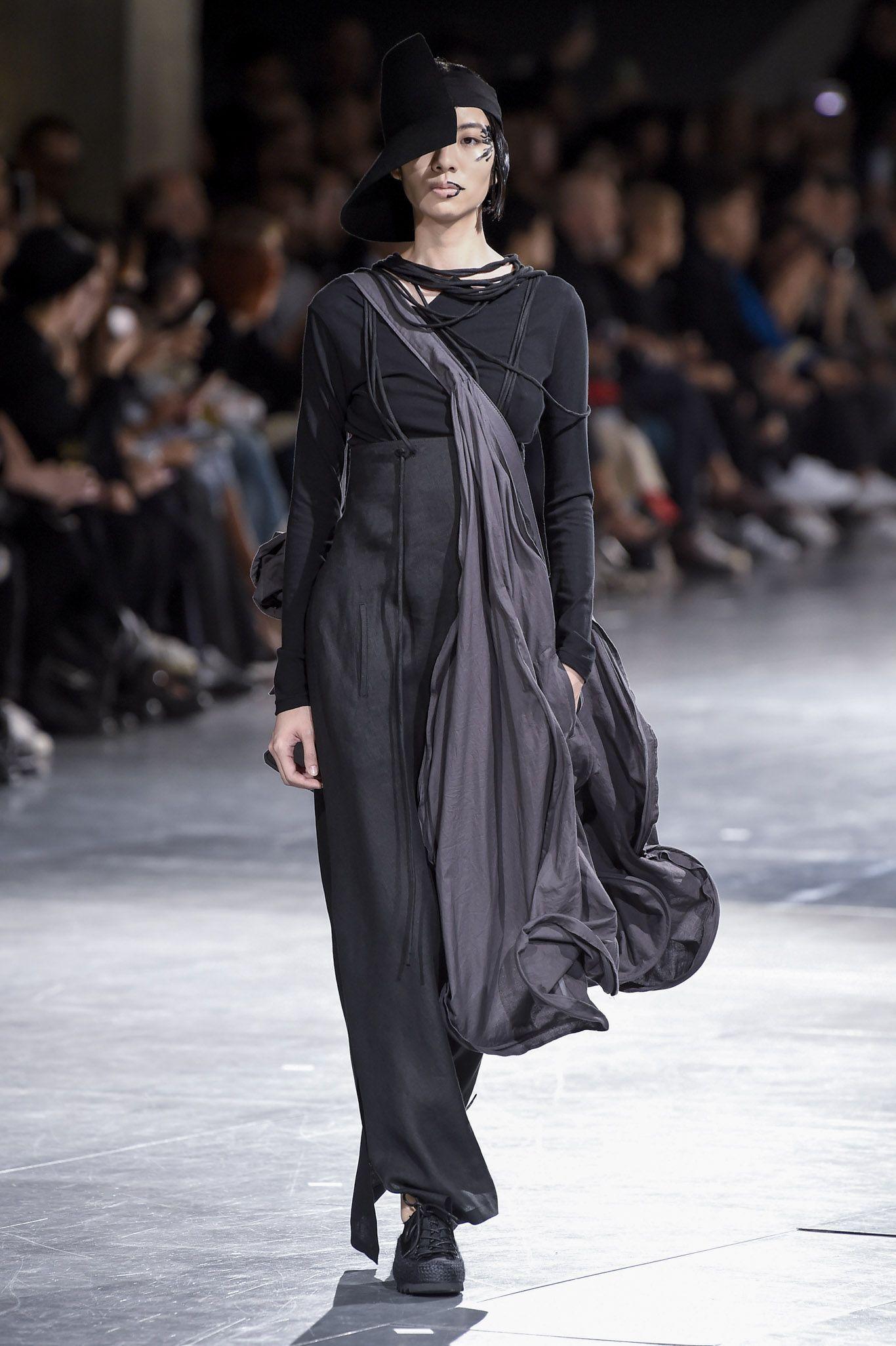 Yohji Yamamoto RTW Spring 2018   Fashion, Yohji yamamoto, Yamamoto