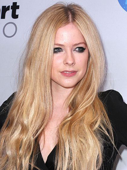 Avril Lavigne's thick, dark eyeliner | allure.com