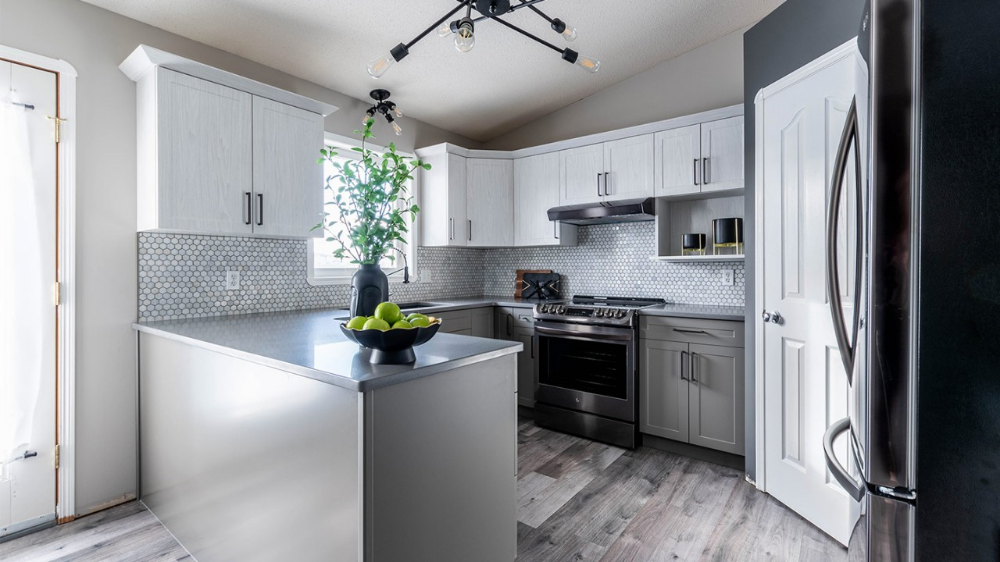 What Is Kitchen Cabinet Refacing How It S Done The Home Depot Canada In 2020 Refacing Kitchen Cabinets Kitchen Kitchen Cabinets