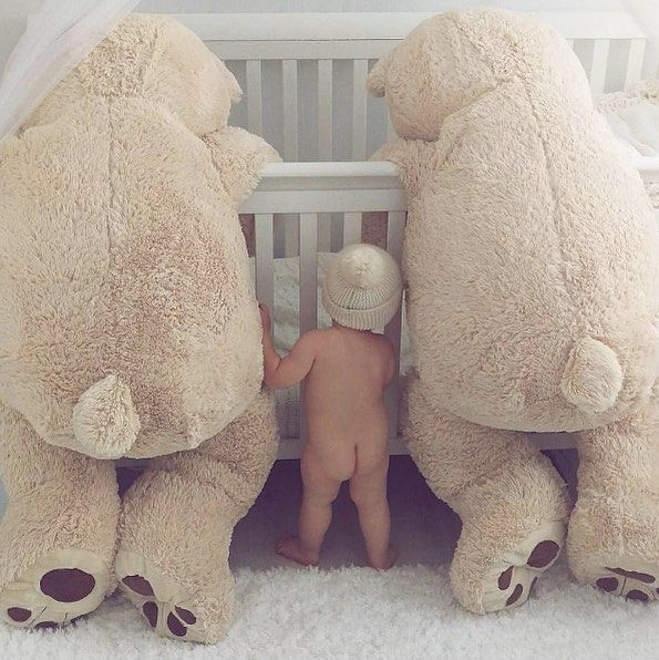 """""""Con vuestra ayuda conseguiré sacar a mi amigo de esta jaula..."""" :D  #bebe #baby #mama #maternidad #bebenube #bebeabordo #canastilla #love #life"""