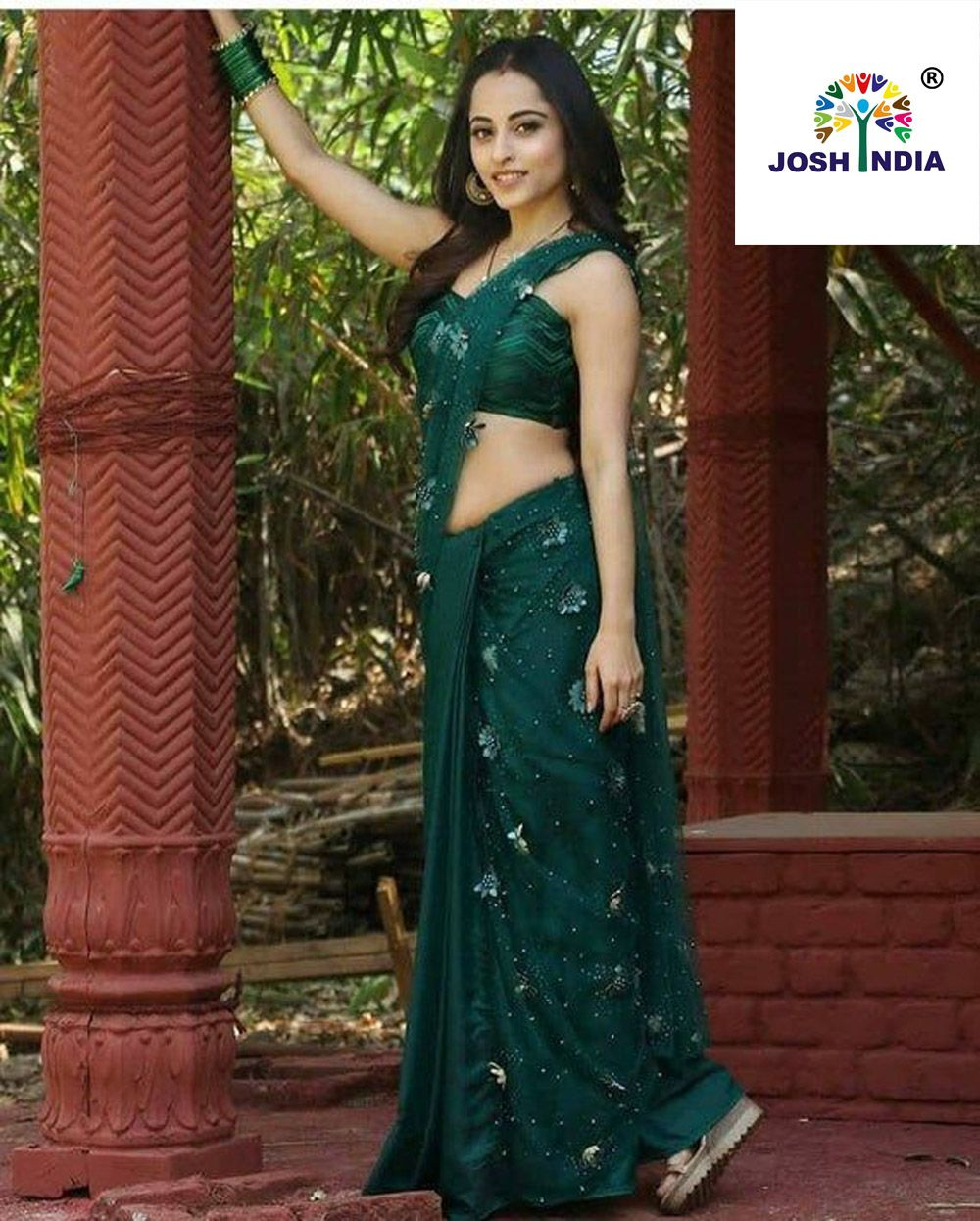 Modern green hot saree for parties (4). For order whatsapp us on +91-9662084835
