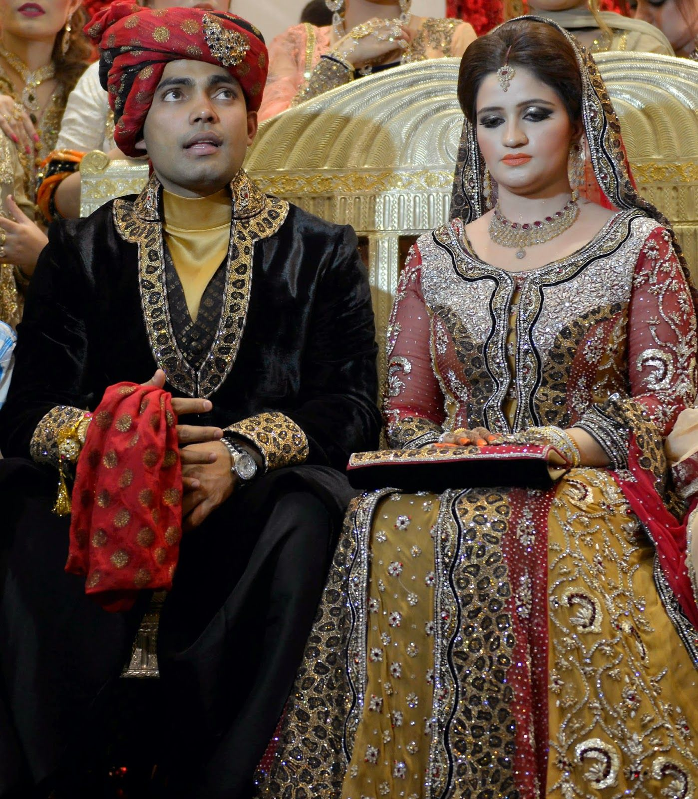 Pakistani Cricketer Umar Akmal with Wife: Wedding Pictures ...