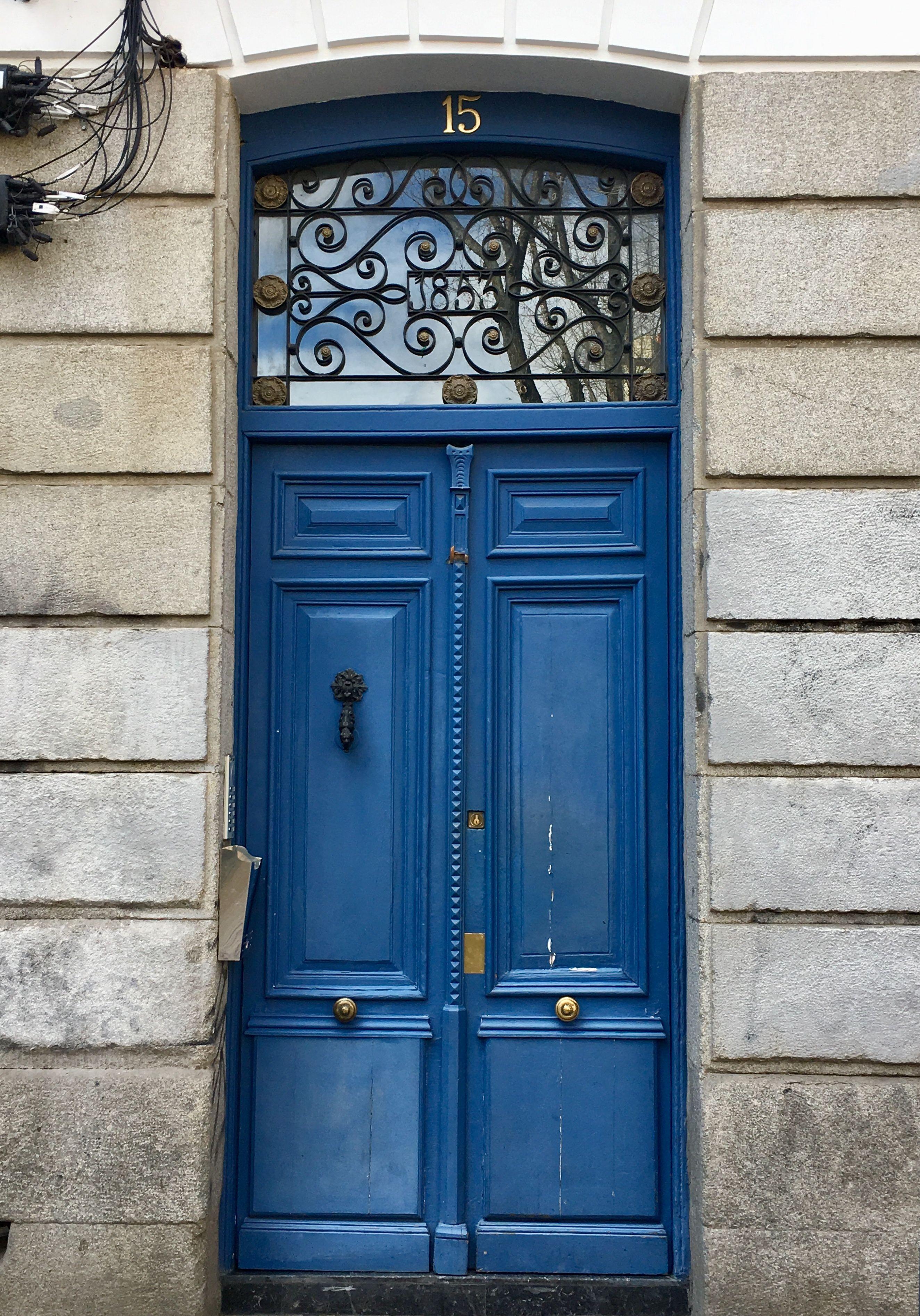 Puerta en chueca madrid i hear you knocking on my blue door