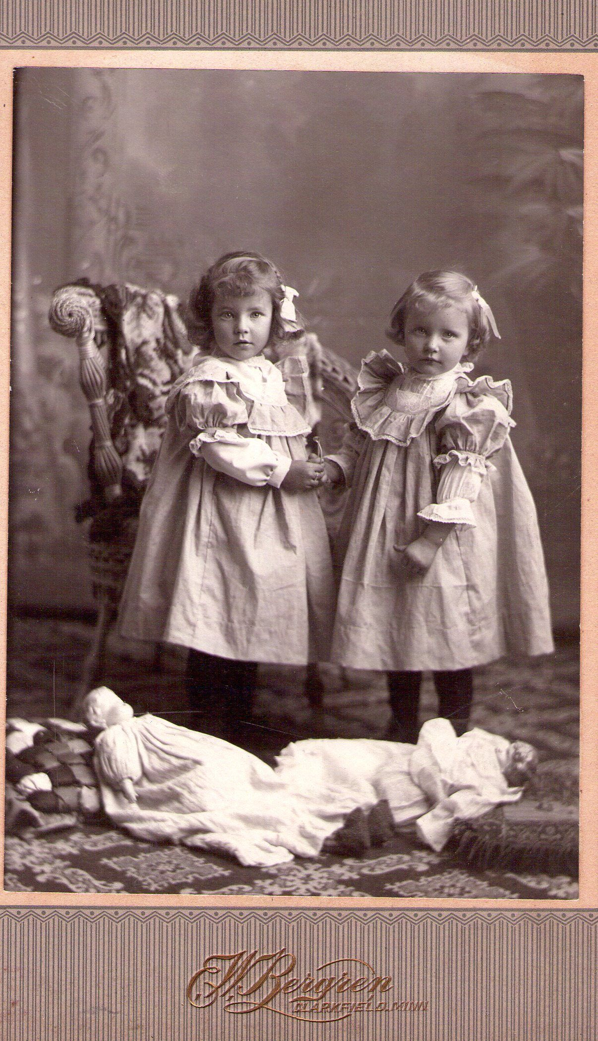 Bilder Vintage Little Girls Love Their Dolls Lovely Doll Pictures Foto Kinder