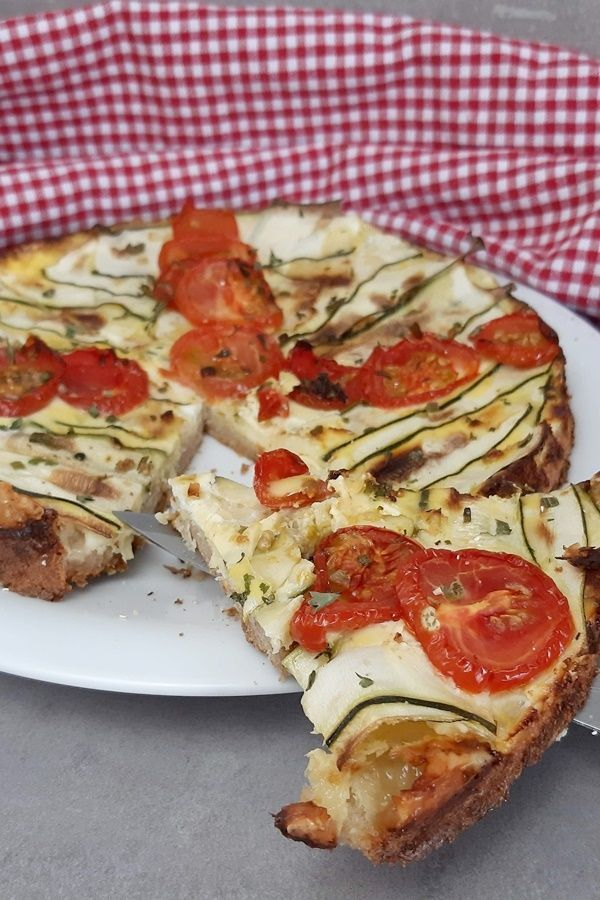 Fitness tomato zucchini quiche with oatmeal base and skyr -  A fitness quiche is easy to do. And bec...