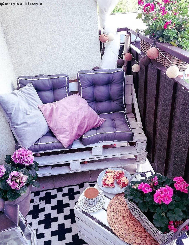 Modne Kwiaty Na Balkon 40 Wyjatkowych Roslin Westwing In 2021 Decor Home Decor Porch Swing
