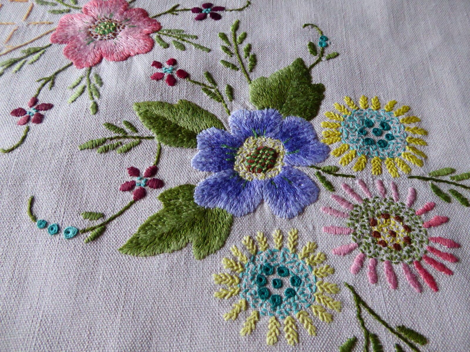 Outline embroidery designs for tablecloth - Vintage Hand Embroidered Linen Tablecloth Beautiful Raised Floral Embroidery