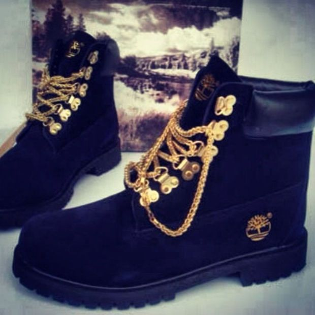 Inútil Armonioso Acusación  Custom black timberland boots with gold chain laces from Sneakerhead15 on  Etsy. | Boots, Timberland boots black, Timberland boots