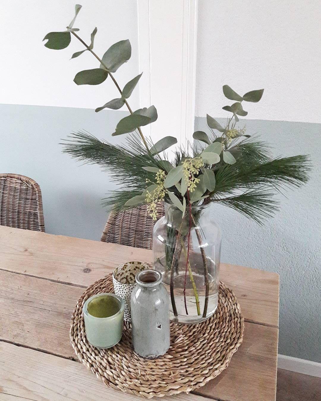 Eucalyptus Pinus Wat Mij Betreft Het Ultieme Kerstgroen Mooi Groengrijs Van Kleur Allebe Huis Ideeen Decoratie Woonkamer Decoratie Eettafel Decoraties