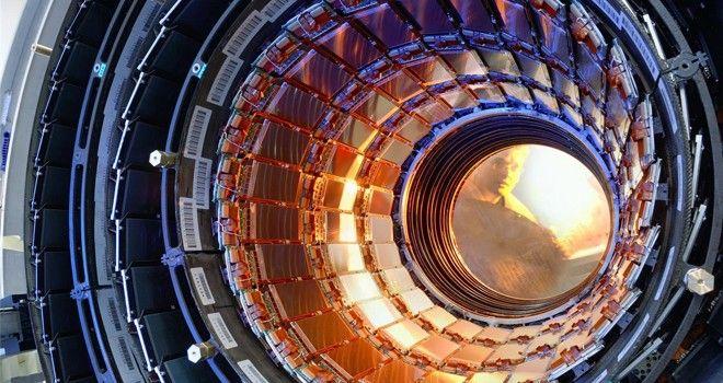 Científicos ahora aseguran que el LHC sí puede crear un agujeronegro