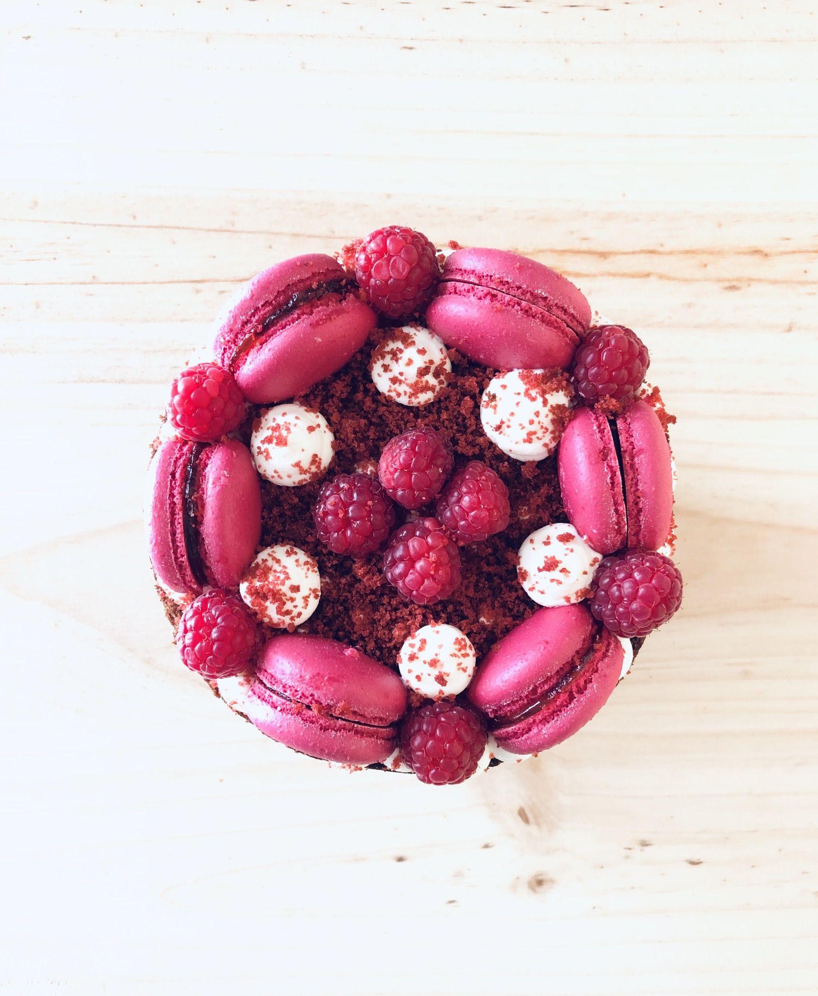 Feliz Sábado dulce!!! Puede haber mejor manera de celebrar un cumpleaños, que con esta tarta Red Velvet??? Imposible 🥴 Gracias @mariamasop ❤️