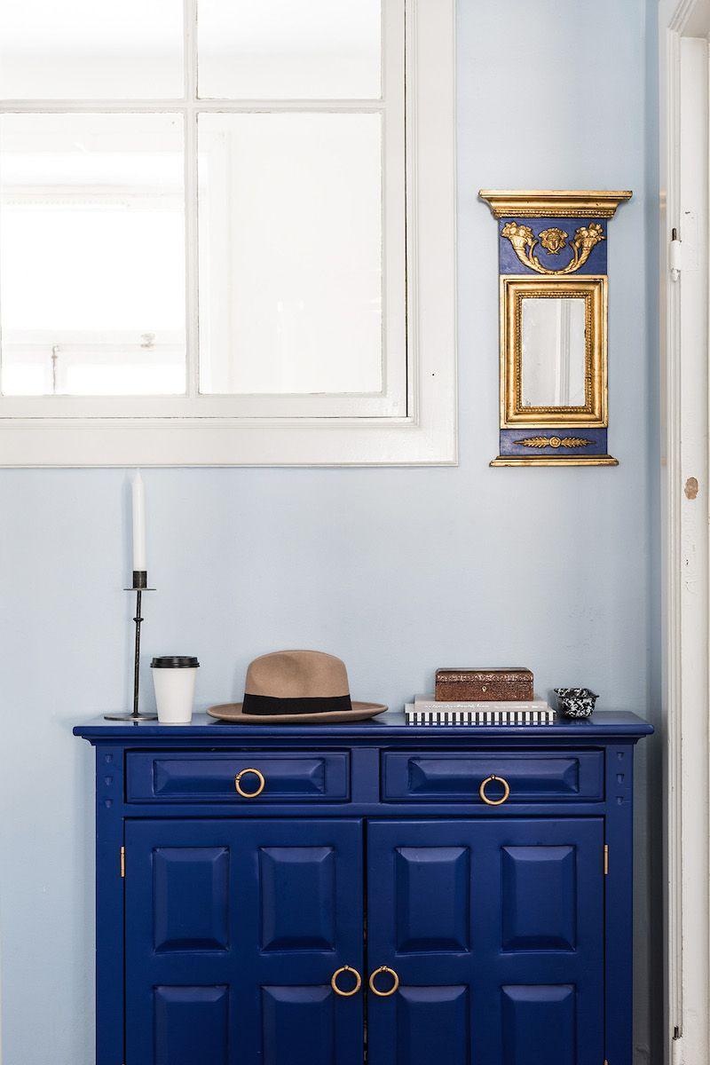 Un Rinc N Que Combina El Azul Pastel De La Pared Con El Azul Klein  # Muebles Maximo Salta