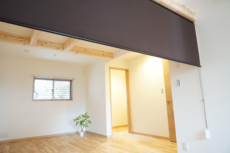 注文住宅 共働き夫婦の為の2階リビングの家 リビング 間仕切り 2