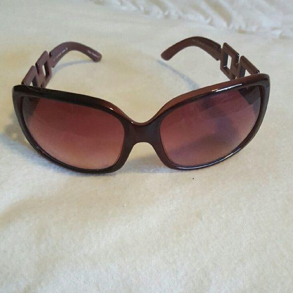 ELLE sunglasses. Cute Frame! Dark wine color | Dark, Fe and Customer ...