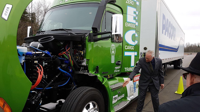 Fuels paradise kenworth unveils zero emission truck in