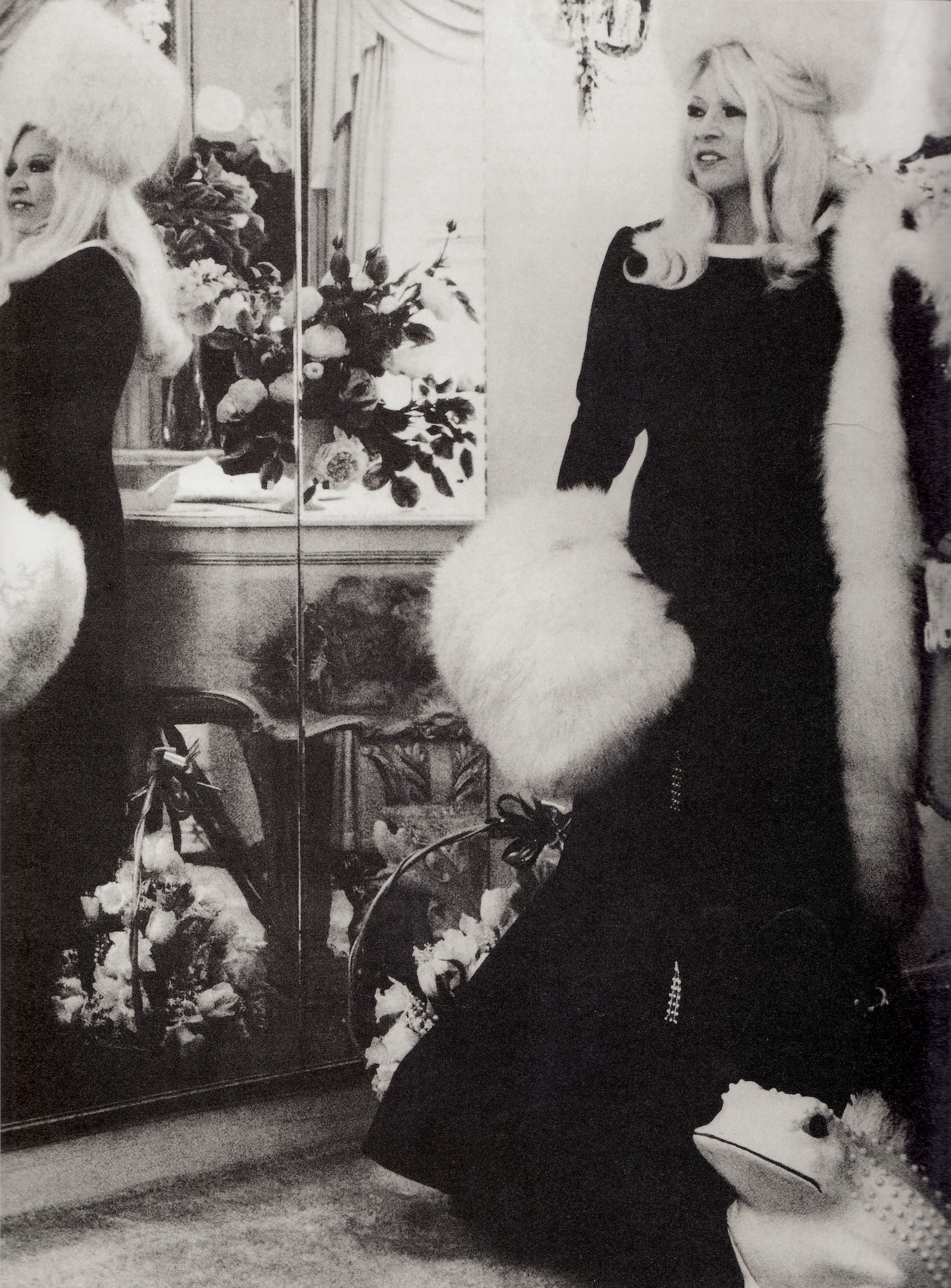 Legendary Mae West At 77 In Her Apartment The Ravenswood Reflected Mirrors A Bowel Of Forest Lawn Plastic Flowers Photo Comment By Y