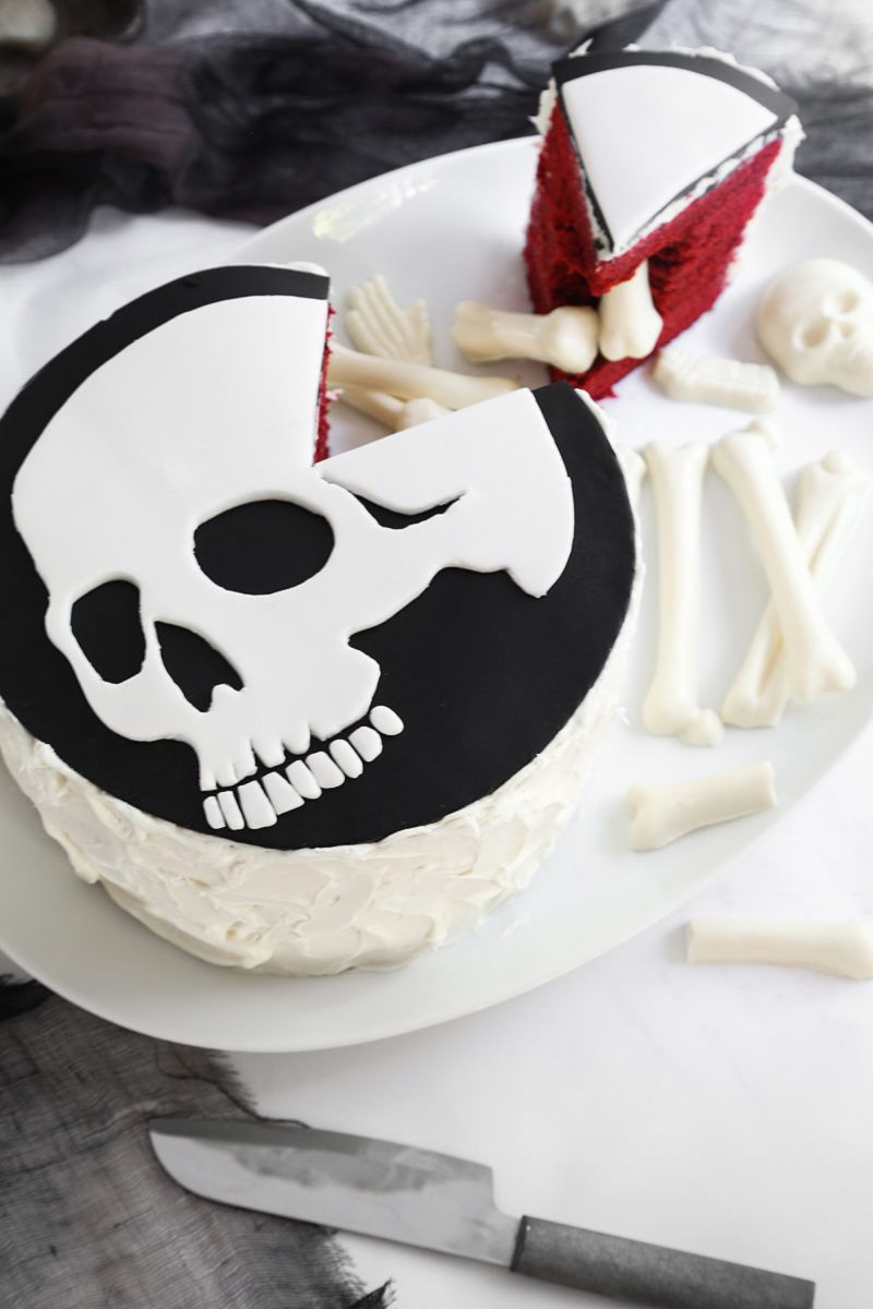 Click here to learn how to make an awesome skull and bones Halloween - Halloween Cake Decorating Ideas