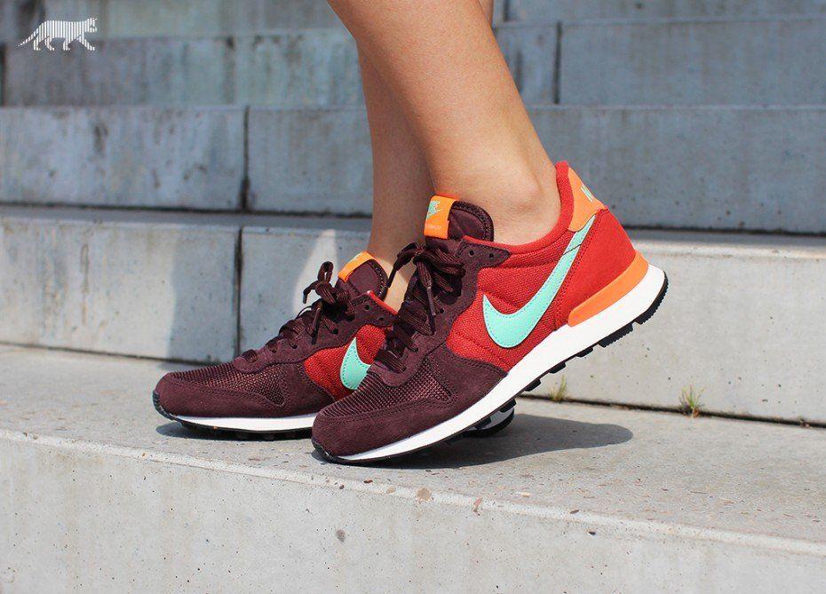 Nike wmns Internationalist (Mahagony / Green Glow - Cinnabar - Total Orange)