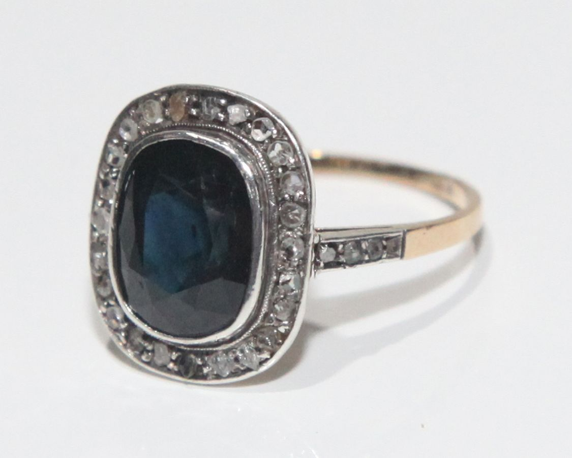 Anel antigo em Ouro, Diamantes e Safira