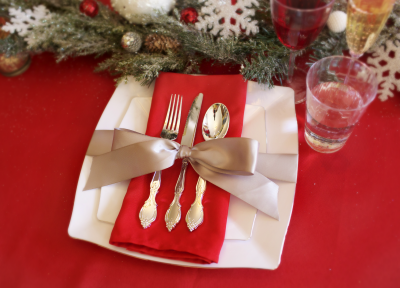 Holiday Bow Table Settings - Smarty Had A Party Blog & Holiday Place Settings with Bows | Disposable plates Place setting ...