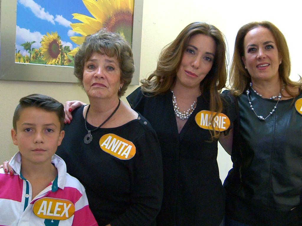 Participantes del programa de Tv Recuerda y Gana conducido por Marco ...