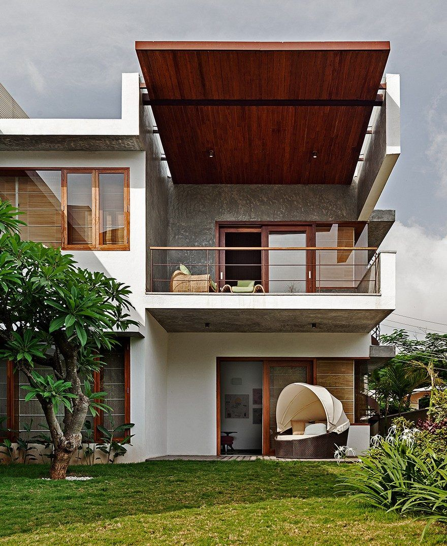 This Bangalore House Featuring Mid-Century Classics