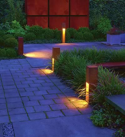 Dunkel Im Garten Wir Haben Schone Leuchten Fur Ihren Garten Lampen Garten Aussenbeleuchtung Garten Beleuchtung Garten