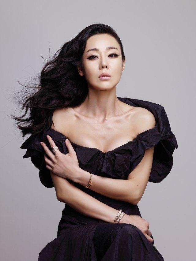 Yunjin Kim Nude Photos 46
