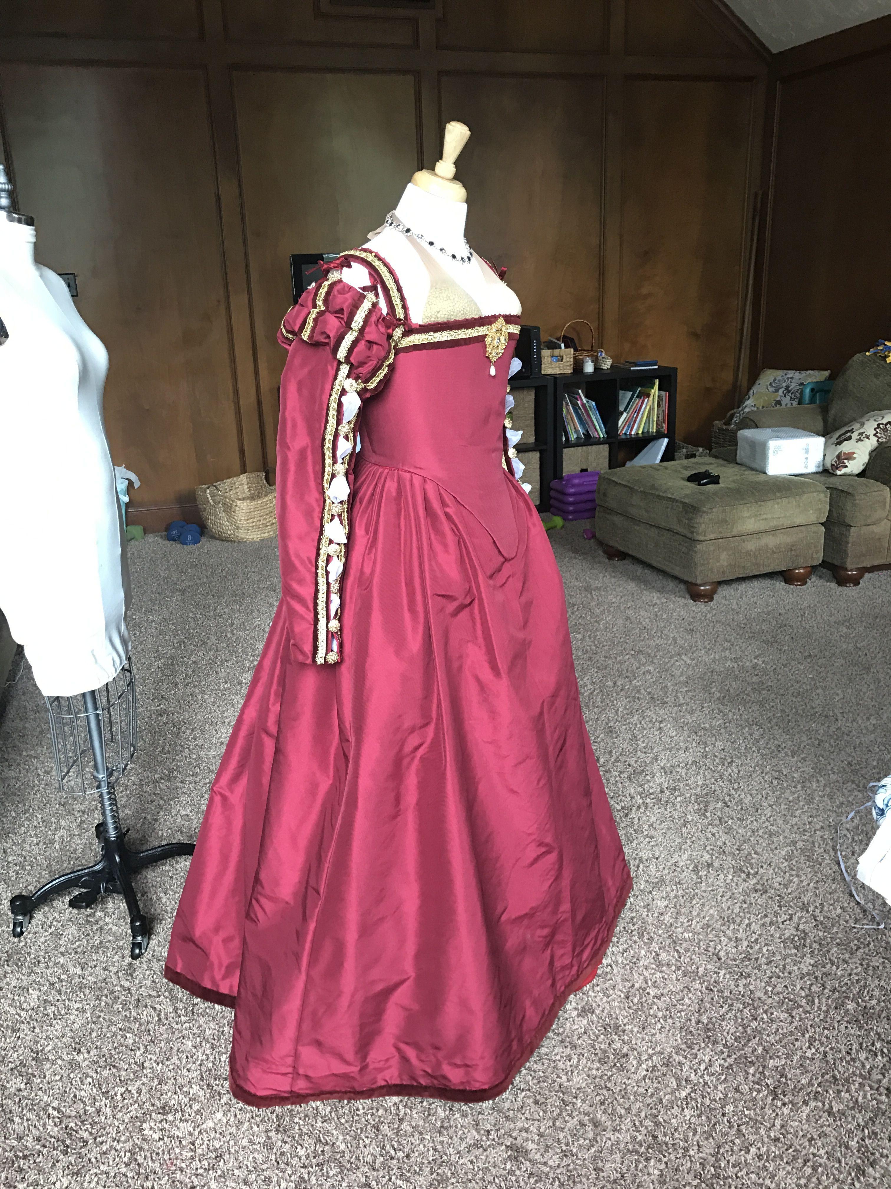 mid 16th century italian renaissance gown. | kleider, tudor