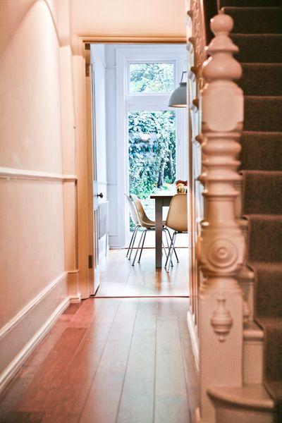 Good Blick Vom Eingang Zum Offenen Wohn  Und Essbereich. Das Haus Wurde Komplett  Renoviert,