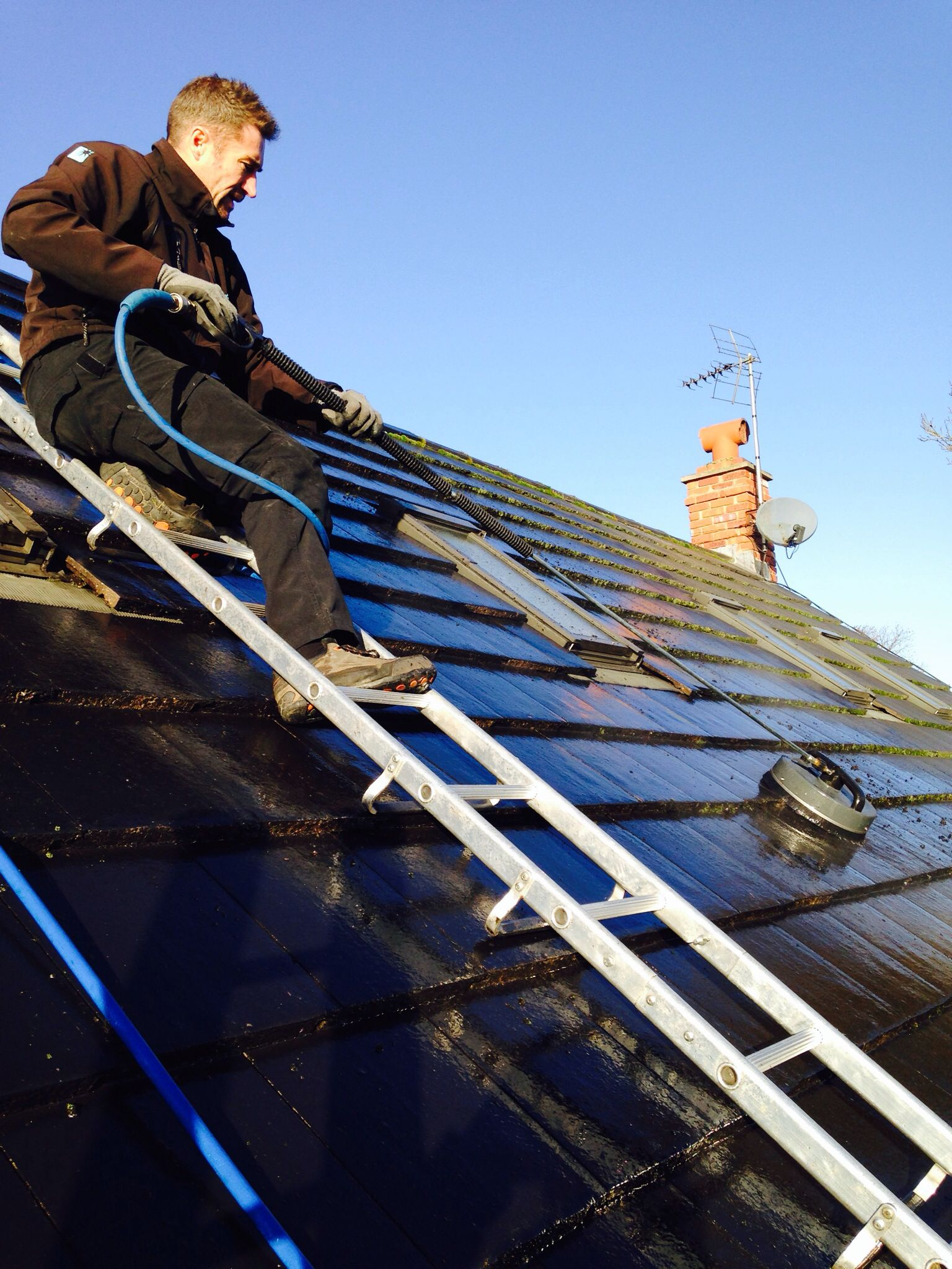 Roof cleaning using a 12 inch surface cleaner | Roof